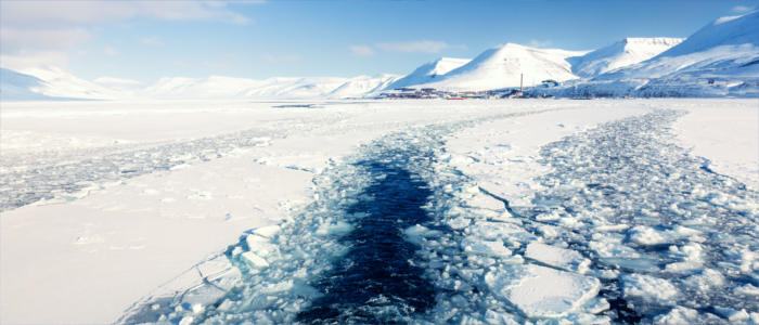 Through the ice of Longyearbyen - Svalbard