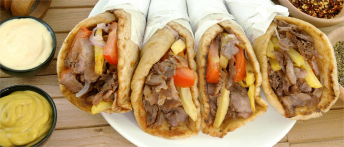 Delicious souvlaki with tomatoes, onions and chips