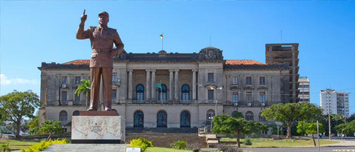 Statue of the first president of the Republic of Mozambique, Samora Moisés Machel
