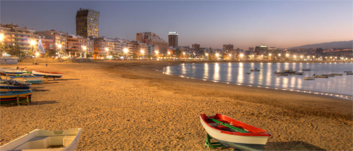 Las Palmas' beach at night