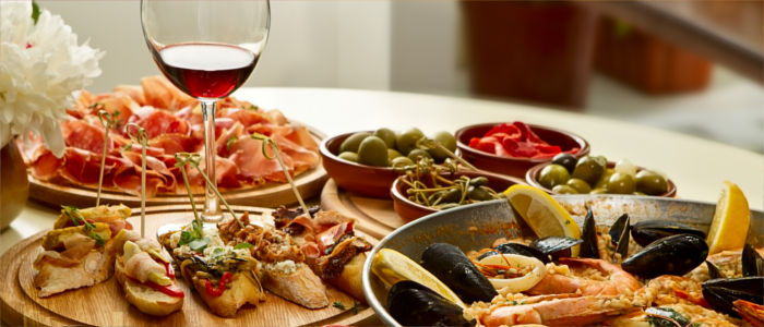 Food in Spain - tapas and paella