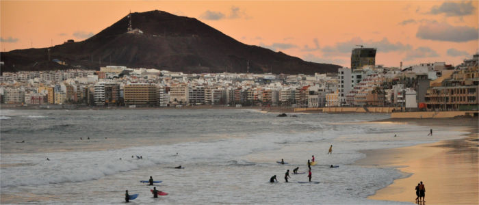 Surfers at Las Palmas' beach