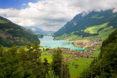 Lake and town in the Canton of Fribourg