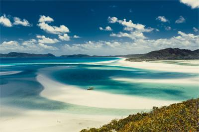 White sandy beach in Queensland