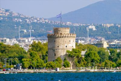 The White Tower of Thessaloniki at the waterside promenade